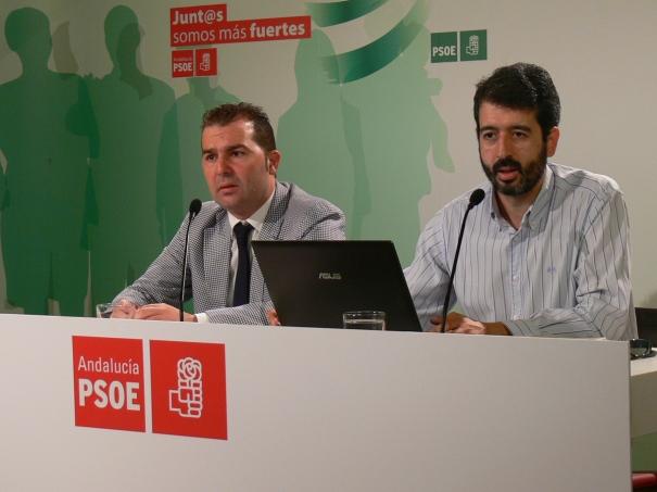 El viceportavoz primero del grupo socialista en la Diputación, José María Aponte, y el secretario de Política Municipal de los socialistas granadinos, Noel López.